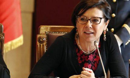 """Gentiloni """"licenzia"""" la Boschi: De Micheli nuova sottosegretaria"""