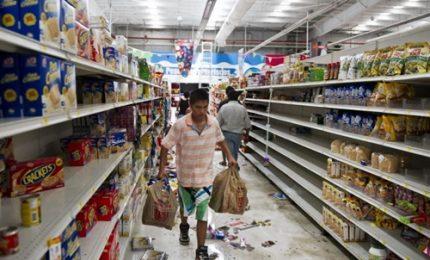 "L'uragano ""Irma"" si rafforza, supermercati presi d'assalto"