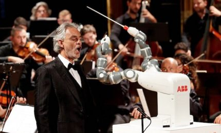 """Debutto sul palco di Yumi, il primo direttore d'orchestra robot. """"Addestrarlo è stato difficile ma meraviglioso"""""""