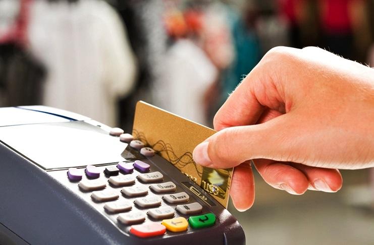 Prima di revocare il bancomat, la banca deve informare cliente