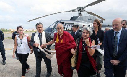 """Dalai Lama: """"Paesi accolgano migranti e se ne prendano cura"""""""