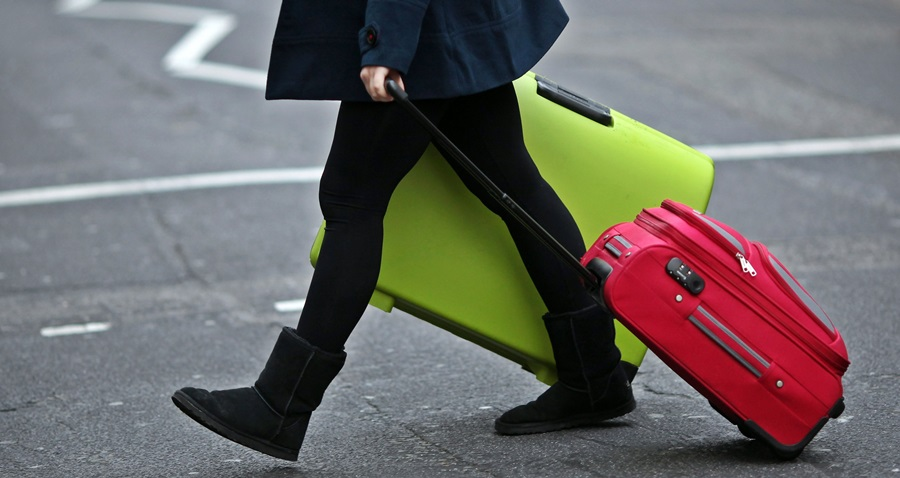 Fuga dei giovani all'estero, all'Italia costa 14 miliardi l'anno