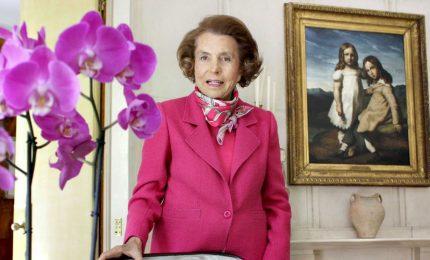 """Morta a 94 anni Liliane Bettencourt, l'erede dell'impero L'Oréal. E riemerge il misterioso """"caso"""" Sarkozy"""