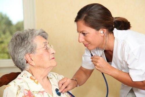 Allarme cuore donne over 65, più a rischio degli uomini