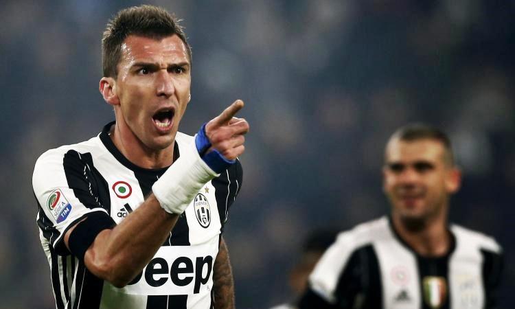 La Juve vince 3-0 a Bologna e resta in scia al Napoli