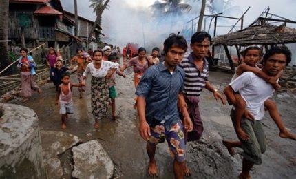 Fuga da Myanmar, 370.000 rohingya in Bangladesh