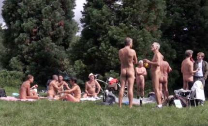 Bois de Vincennes, a Parigi primo parco nudisti