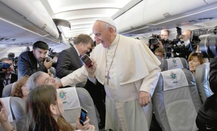 """Papa Francesco dedica alle """"fake news"""" la Giornata delle comunicazioni. Mons. Viganò: distorsione dei fatti"""