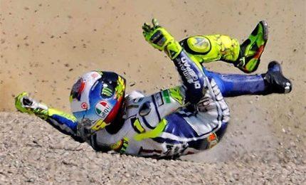"""Frattura a una gamba per Valentino Rossi. Il padre: """"Non è ottimista, è un casino"""""""