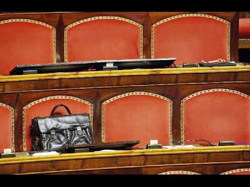 Vitalizi, M5S consegna 'la pensione enigmistica' al Senato