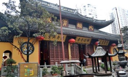 Troppi turisti e Shangai sposta il tempio buddista di 30 metri