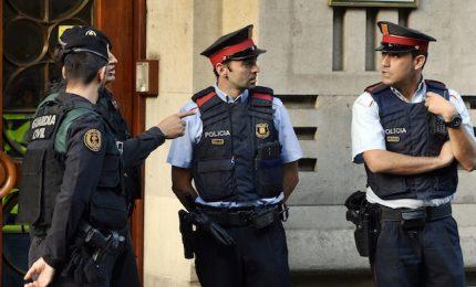 Polizia mette sigilli a quasi tutti i seggi. L'Ue: referendum illegale, Spagna non è dittatura