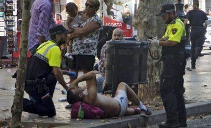Terrorista delle Ramblas, fugge e mente ai passanti