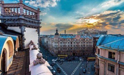 I tetti di San Pietroburgo aperti ai turisti. Ma bambini accompagnati