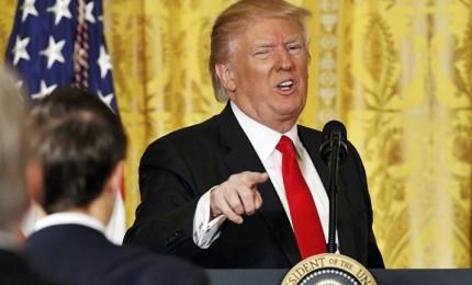 """Trump corteggia i democratici, esplodono i repubblicani: """"Ci ha fottuto"""""""
