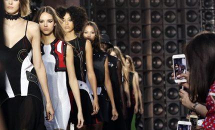Versace porta in passerella gli anni 90 e New York