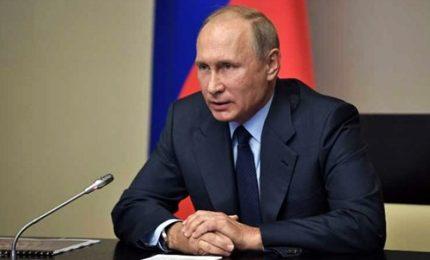 """Putin: """"Distruggeremo ultime armi chimiche"""". Poi attacca gli Usa"""