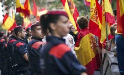 """Puigdemont: """"In Belgio per asilo. Pronti al dialogo"""". Corte spagnola sospende dichiarazione indipendenza"""