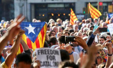 Catalogna, Corte costituzionale annulla il referendum. Migliaia in piazza