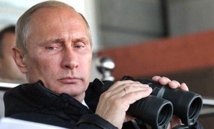 Putin, 5 ore al giorno di tregua in Siria per fuga civili. Sospetto attacco chimico su Ghuta