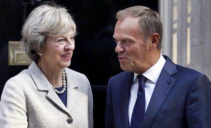 """Parlamento britannico con la May: """"Riaprire trattative backstop"""". Gelo dell'Europa: """"Non è rinegoziabile"""". Spettro 'no deal'"""