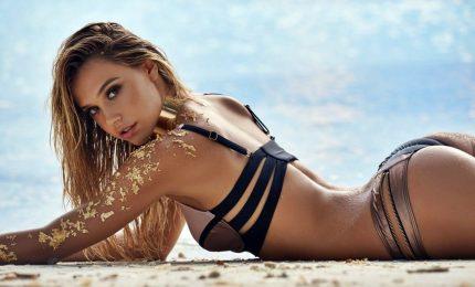 """Alexis Ren, da surfista sconosciuta alla copertina di """"Sports Illustrated"""""""