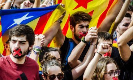 """Catalani in piazza: """"Chiusi per la rivoluzione"""". Madrid: """"Incitano ribellione"""""""