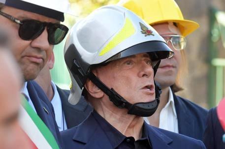 Berlusconi e il predellino d'Ischia: maggioranza o mi ritiro