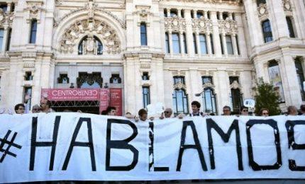 Catalogna, in piazza a Barcellona per il dialogo