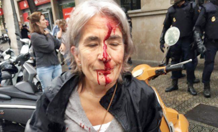 Ancora guerriglia in Catalogna, almeno 91 feriti. Giudice apre inchiesta contro la polizia catalana: ha disobbetito ordini magistratura