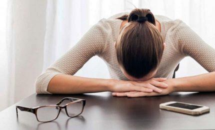 Occhi su smarphone 80 volte a giorno, allarme stress visivo digitale