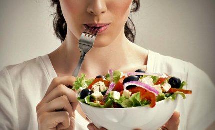 Dieta mediterranea, italiani longevi e con aspettativa di vita sana piu' alta al mondo. Ma a rischio sono under 18