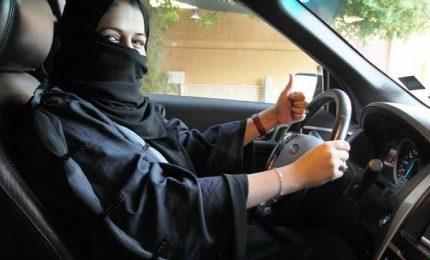 Dopo sì a patente, donne saudite potranno fare le tassiste