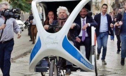 Elezioni Sicilia, Grillo per le vie di Palermo