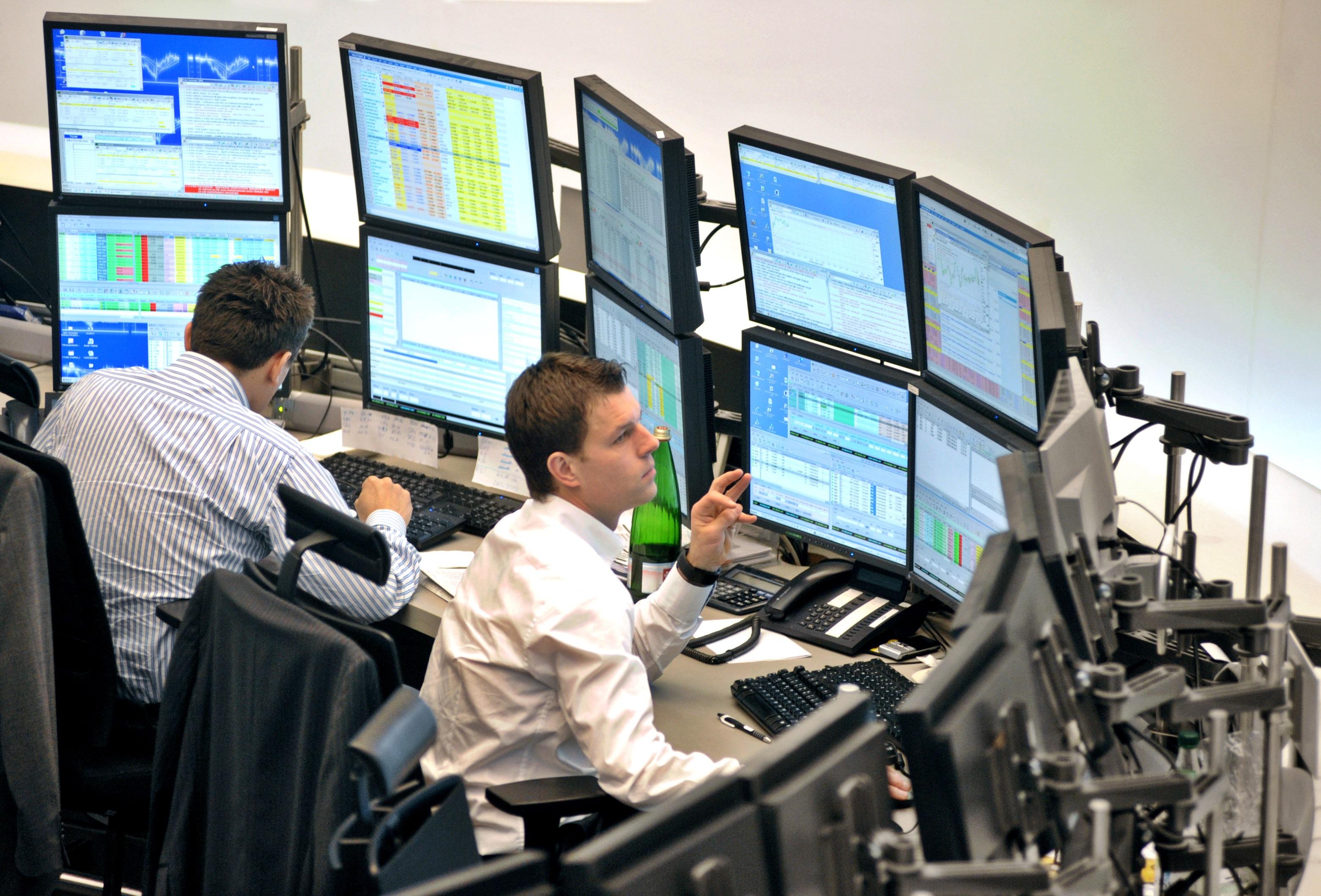 Crisi di governo affonda la Borsa, spread sfonda i 240 punti