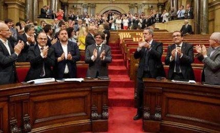 Spagna col fiato sospeso, si riunisce il parlamento catalano. Il giorno della verità?