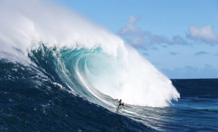 Le onde spettacolari di Pe'ahi per il Big Wave Tour