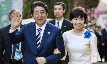 Abe spiazzato da Trump e da scandali pensa incontro con Kim