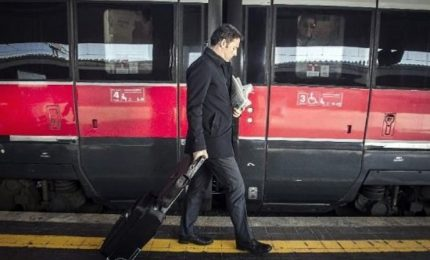 Parte il treno del Pd, Renzi in tour per in ogni provincia