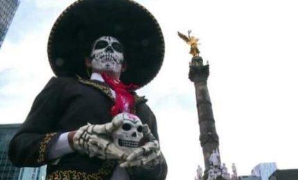 Città del Messico, il corteo che anticipa la festa dei morti