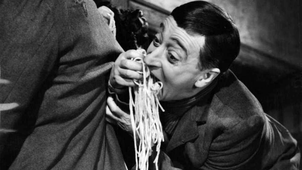 'Miseria e nobilità', il film-capolavoro di Totò rinasce in 4K. Un cult la scena degli spaghetti in tasca