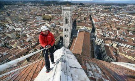 """""""Alpinisti"""" sulla Cupola del Brunelleschi a Firenze"""