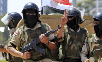 Egitto, aviazione distrugge veicoli usati in attacco moschea. Sale il numero dei morti: almeno 305 di cui 27 bambini
