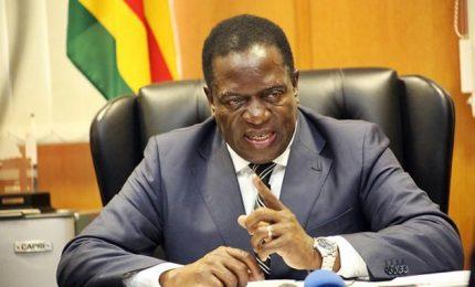 """Fallito """"golpe"""", immunità per Mugabe. E giura """"il Coccodrillo"""""""