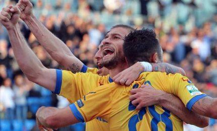 Frosinone batte il Parma 2-1 e vola in testa, Brescia-Venezia 1-2