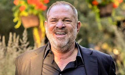 Violenza sessuale, Weinstein si consegna alla polizia di New York