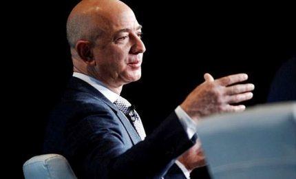 Ha in tasca 100 miliardi di dollari, Jeff Bezos è l'uomo più ricco del mondo.