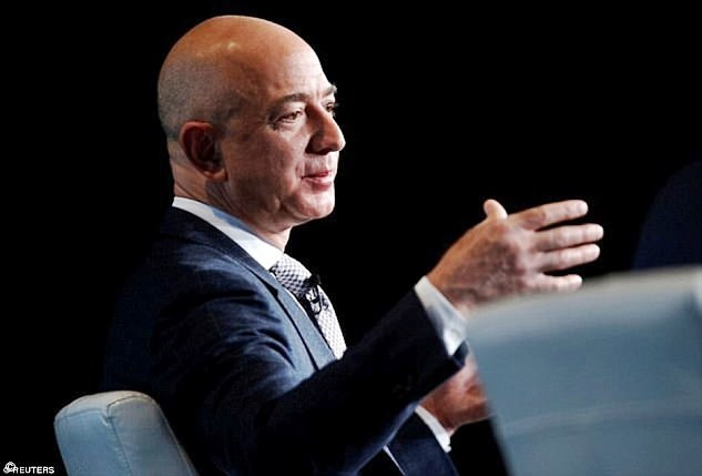Black Friday: Jeff Bezos supera i 100 miliardi di dollari