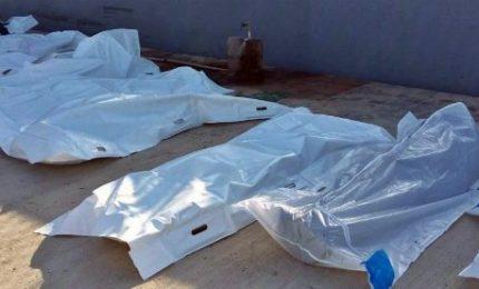 """Naufragio a largo della Libia, morti oltre 30 migranti. """"Corpi divorati dagli squali"""""""