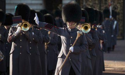 Buckingham Palace, i marinai al cambio della guardia
